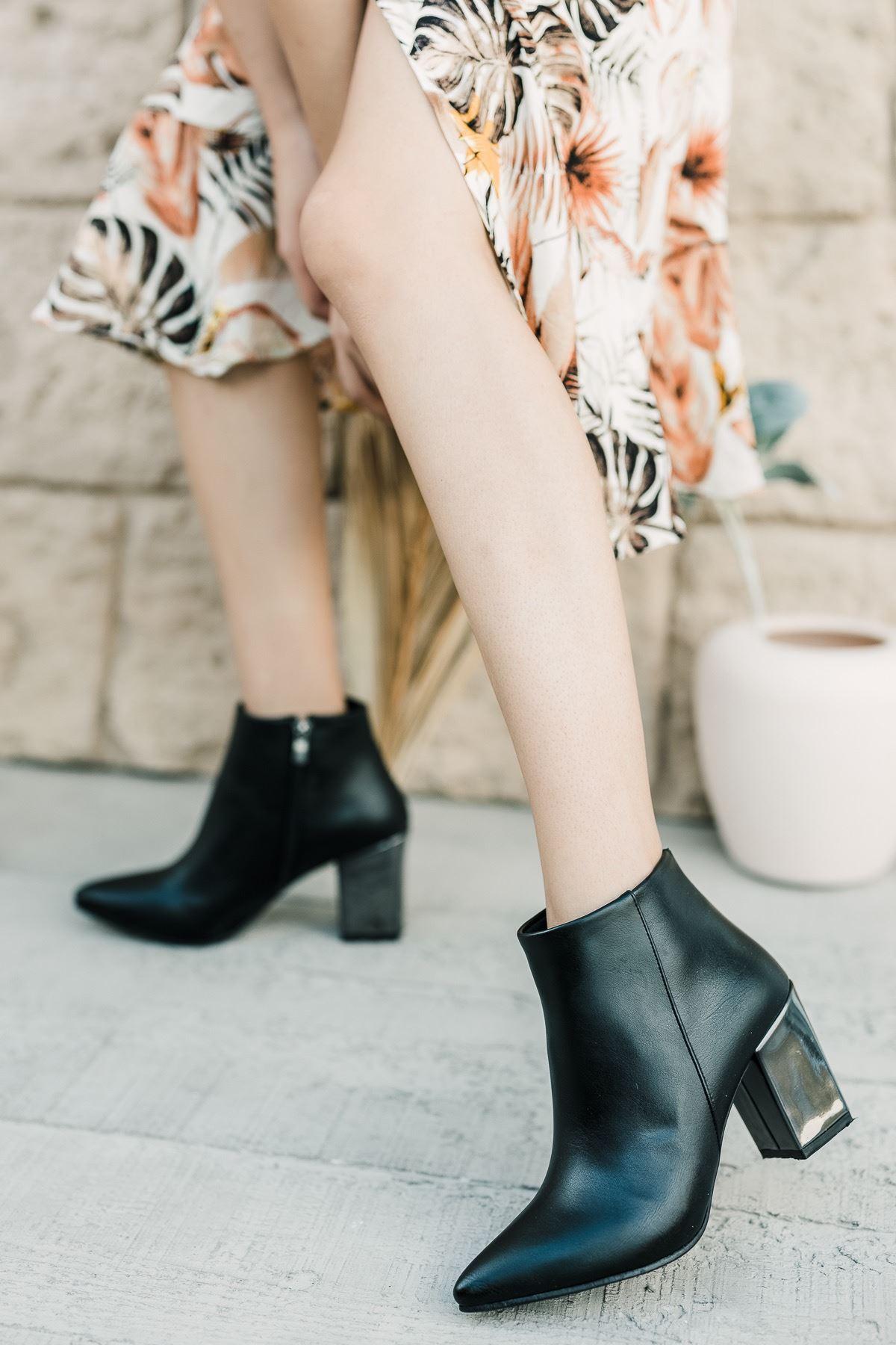 Kadın Pares Düz Sivri Burun Ayna Topuklu Siyah Mat Deri Bot