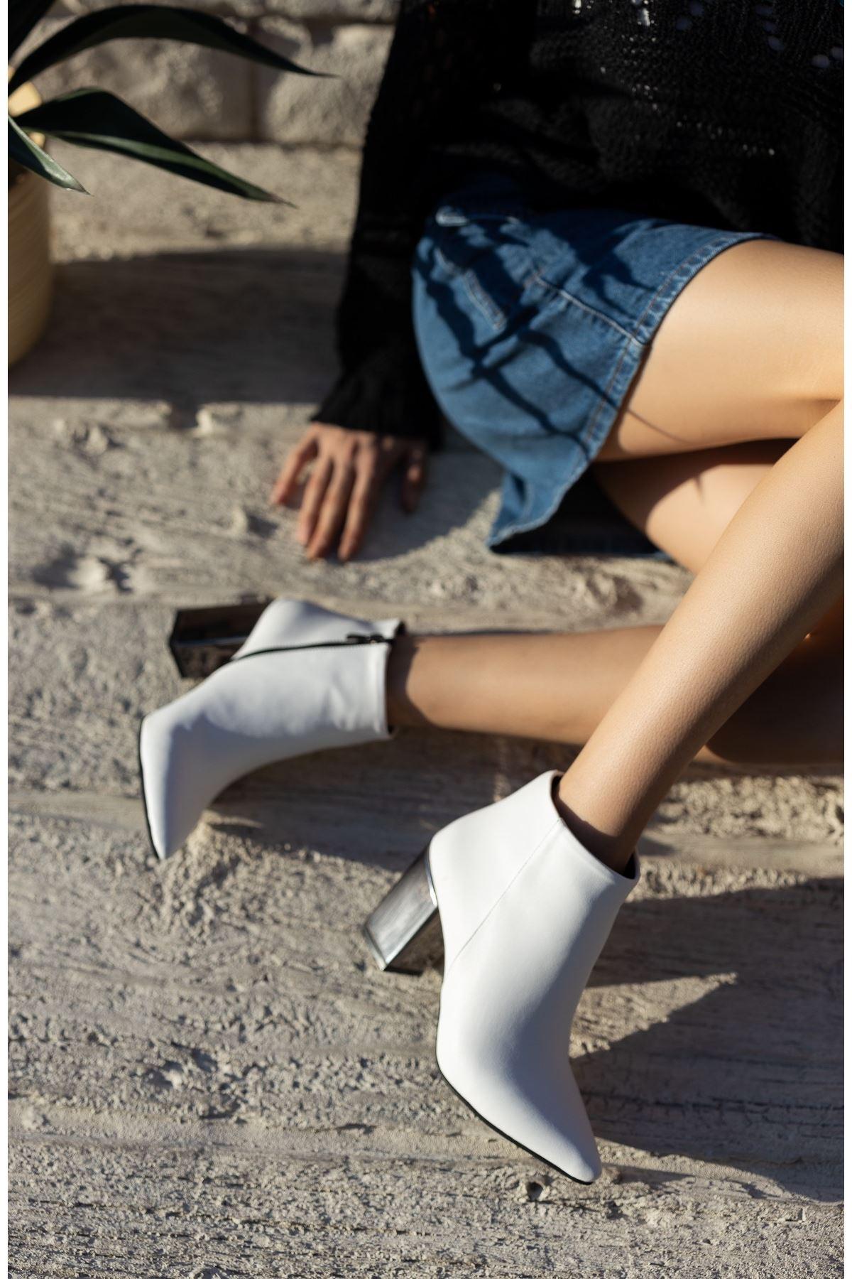 Kadın Pares Düz Sivri Burun Ayna Topuklu Beyaz Mat Deri Bot