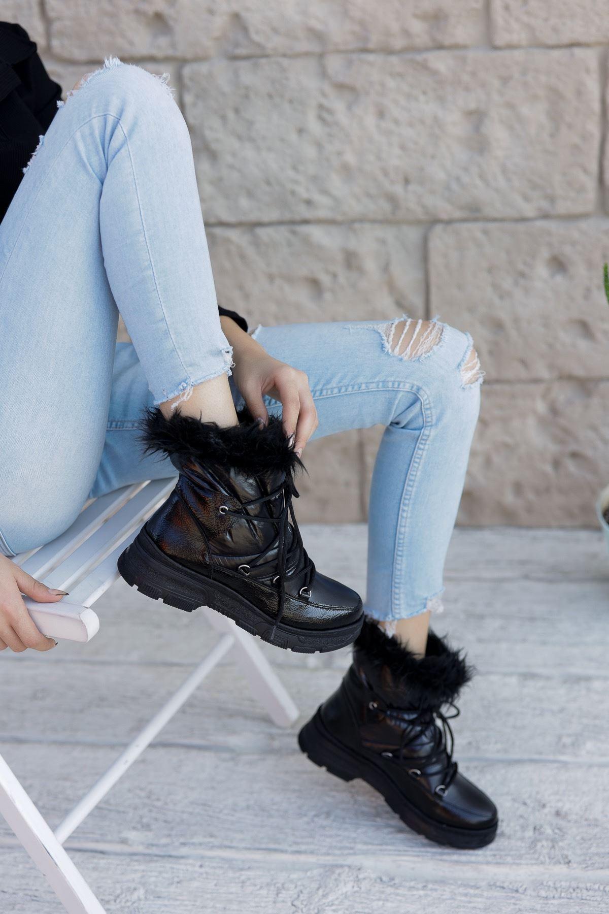 Kadın OLara Kürk Detaylı Kalın Taban Siyah Mat Deri Kar Botu