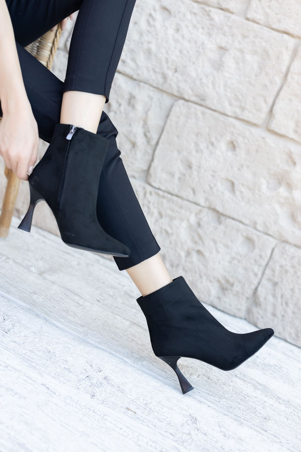 Kadın Beti Yüksek Topuklu Siyah Süet Bot