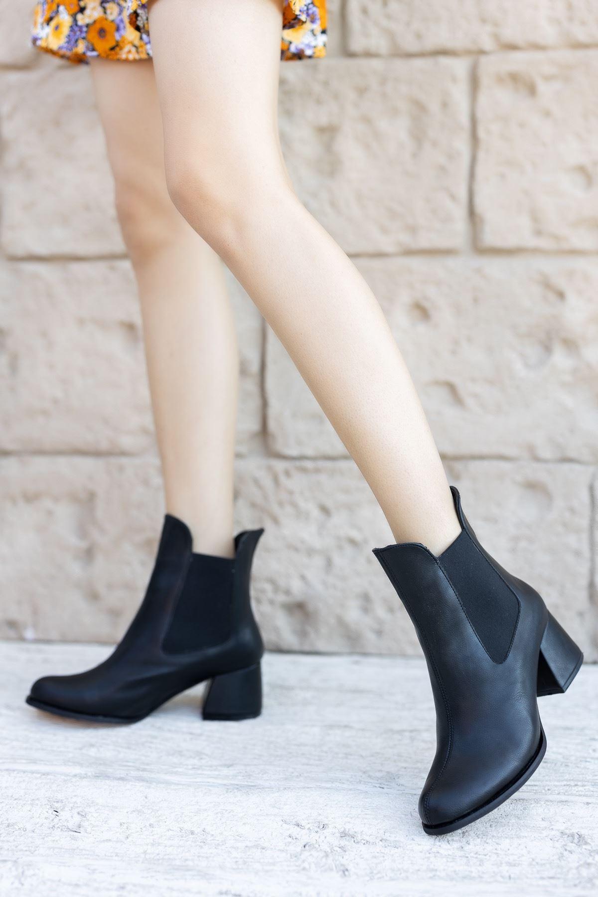 Kadın Dosela Lastikli  Kısa Topuklu Mat Deri Siyah Bot
