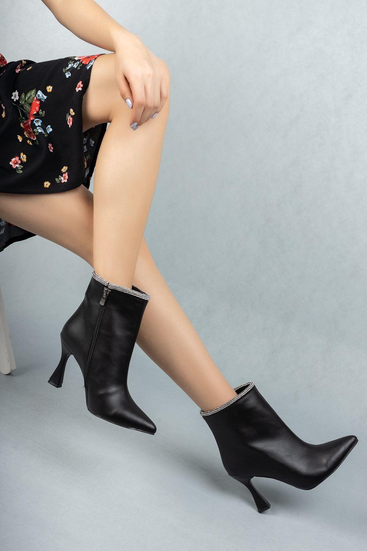 Kadın Heidi Siyah Mat Deri Taş Detaylı Yüksek Topuklu Bot