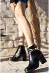 Kadın Gorgi Toka Detaylı Kırışık Rugan Siyah Topuklu Bot